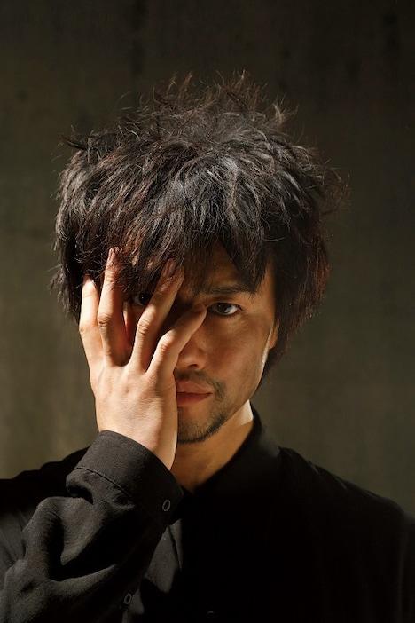 「斎藤工×LESLIE KEE SUPERフォトマガジン『Journey』」より。