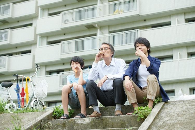 「長いお別れ」より、左から蒲田優惟人、山崎努、中村倫也。