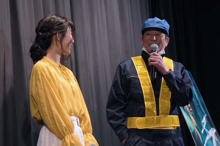 左から福田麻由子、ダンカン。
