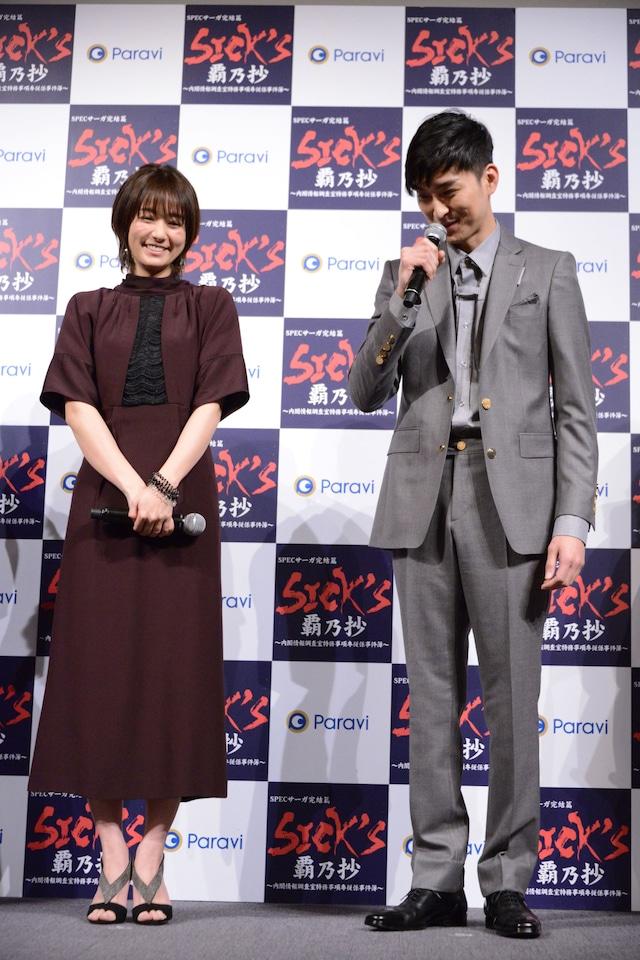 左から木村文乃、松田翔太。