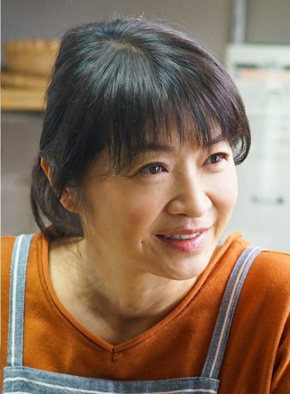 田中美佐子演じる佳代子。