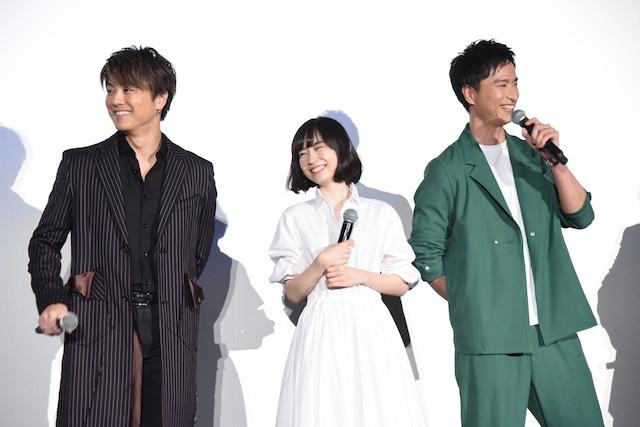 左からTAKAHIRO、柴田杏花、秋山真太郎。