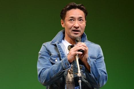 ベストアクション男優賞のプレゼンターを務めた山口祥行。