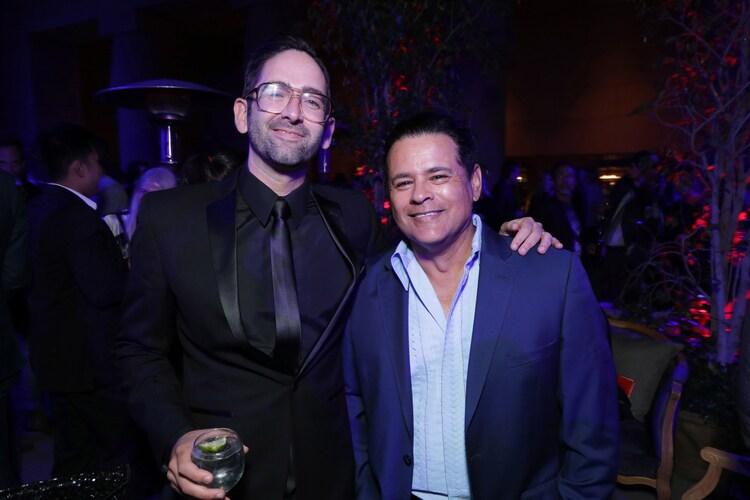 左からマイケル・チャベス、レイモンド・クルツ。