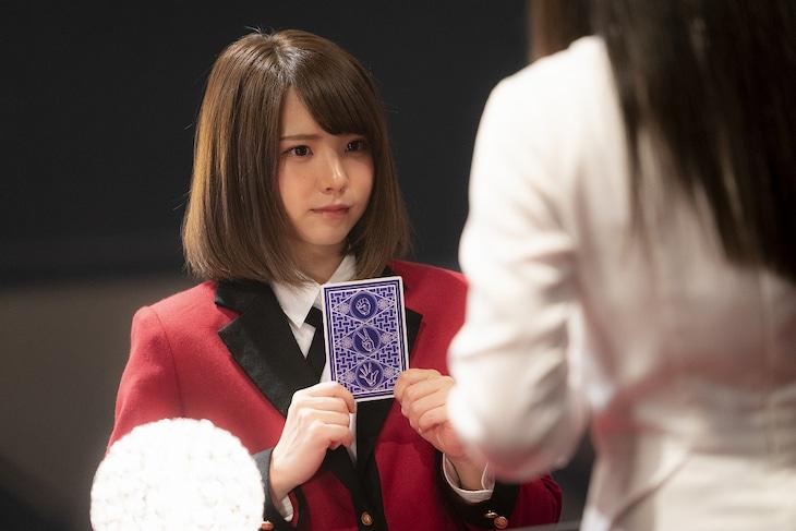 えなこ演じる女子生徒。
