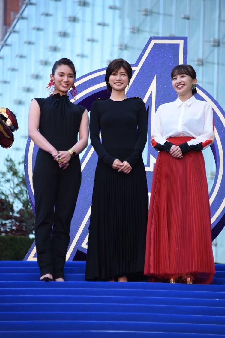 左から秋元才加、内田有紀、百田夏菜子。