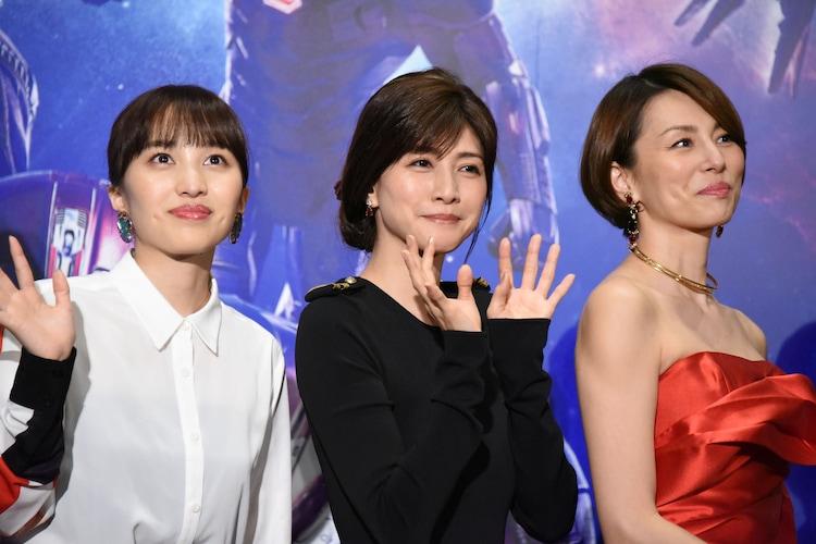 左から百田夏菜子、内田有紀、米倉涼子。