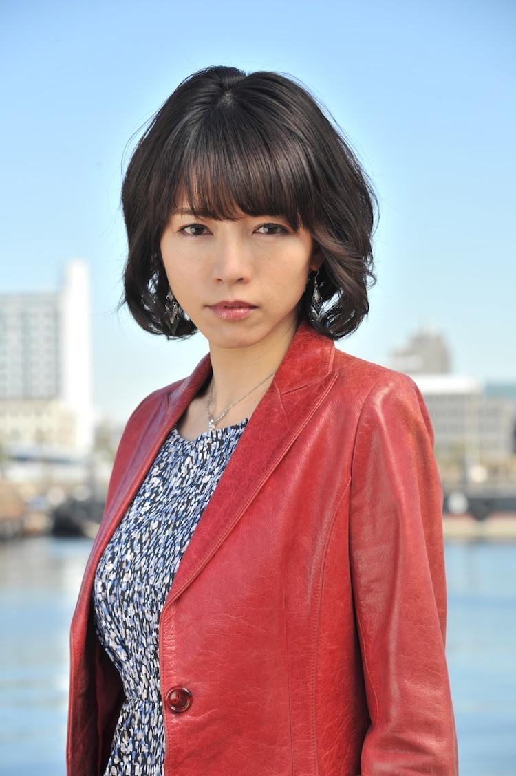 北島祐子役の釈由美子。
