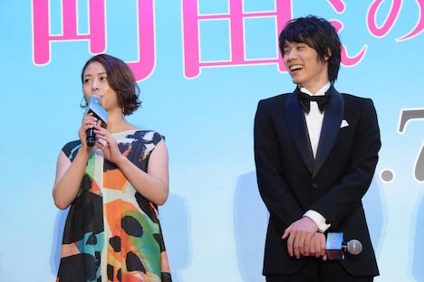 左から高畑充希、細田佳央太。