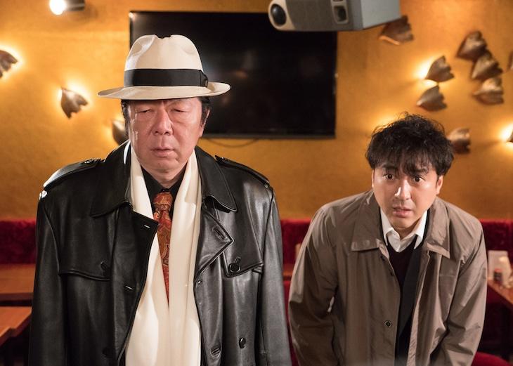 「Iターン」より、左から古田新太演じる岩切猛、ムロツヨシ演じる狛江光雄。