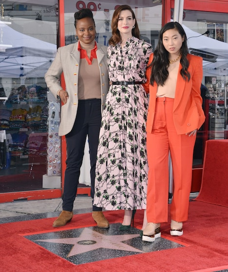 左からディー・リース、アン・ハサウェイ、オークワフィナ。(写真提供:Sthanlee Mirador / Sipa USA / Newscom / ゼータ イメージ)