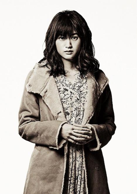 小西桜子演じるモニカ。