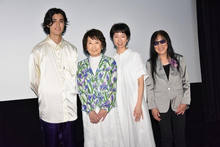 「雪子さんの足音」初日舞台挨拶の様子。左から寛一郎、吉行和子、菜葉菜、浜野佐知。