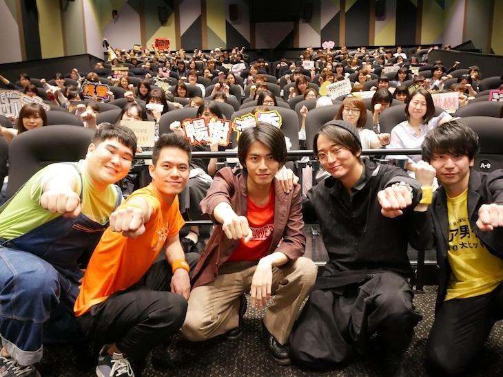 「チア男子!!」生コメンタリー上映での舞台挨拶の様子。左から小平大智、菅原健、中尾暢樹、浅香航大、風間太樹。