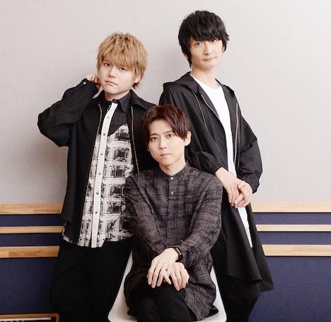 左上から時計回りに内田雄馬、島崎信長、梶裕貴。