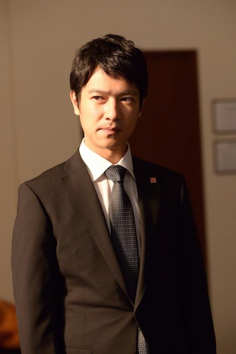 堺雅人演じる半沢直樹。 (c)TBS