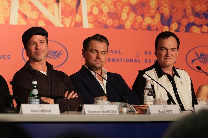第72回カンヌ国際映画祭で行われた「ワンス・アポン・ア・タイム・イン・ハリウッド」記者会見の様子。左からブラッド・ピット、レオナルド・ディカプリオ、クエンティン・タランティーノ。