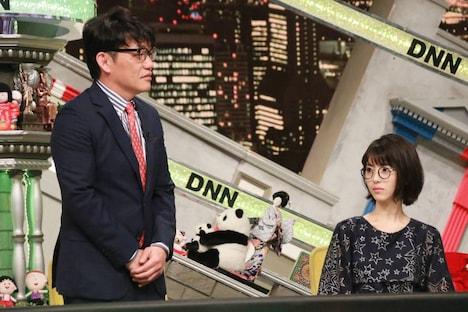 「全力!脱力タイムズ」より、浜辺美波(右)と飯尾和樹(左)。