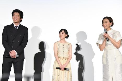6歳の観客に話しかける木村佳乃(右)。