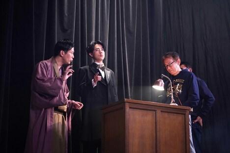 「カツベン!」メイキングカット。左から活動弁士の片岡一郎、主演の成田凌、監督の周防正行。