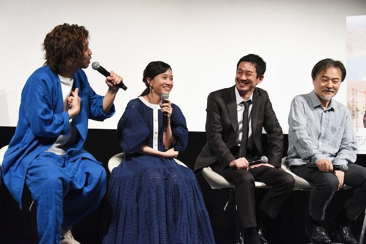 左から柄本時生、前田敦子、加瀬亮、黒沢清。