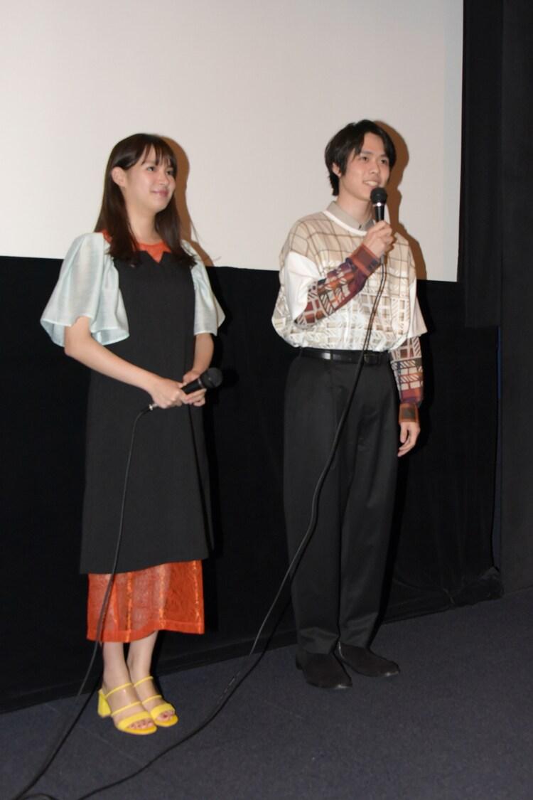 左から関水渚、細田佳央太。