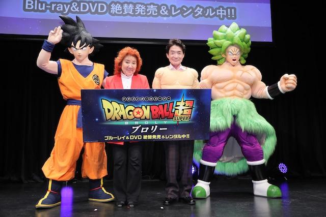 「ドラゴンボール超 ブロリー」Blu-ray / DVD発売記念イベントの様子。左から孫悟空、野沢雅子、島田敏、ブロリー。
