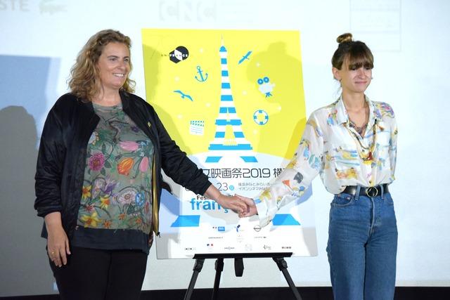 左からリサ・アズエロス、タイス・アレサンドラン。