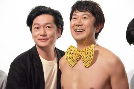 井浦新(左)、アキラ100%(右)。