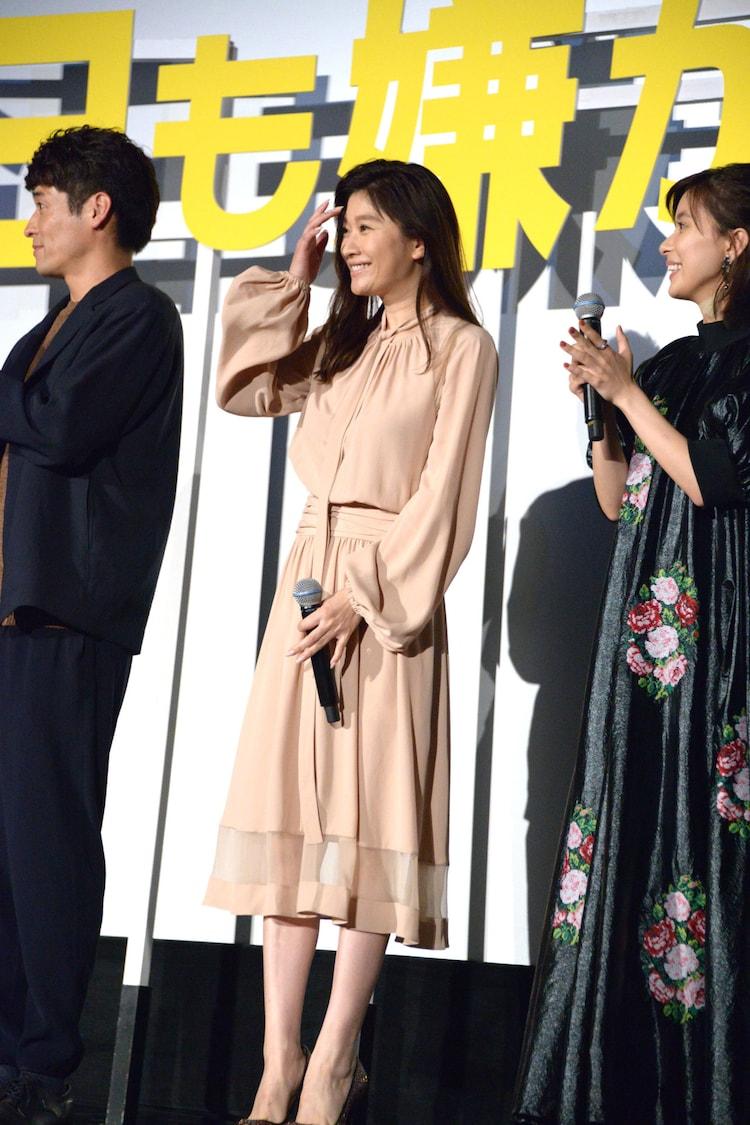 篠原涼子(中央)