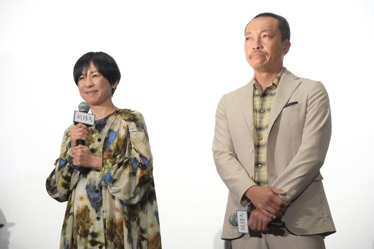 左から西田尚美、音尾琢真。
