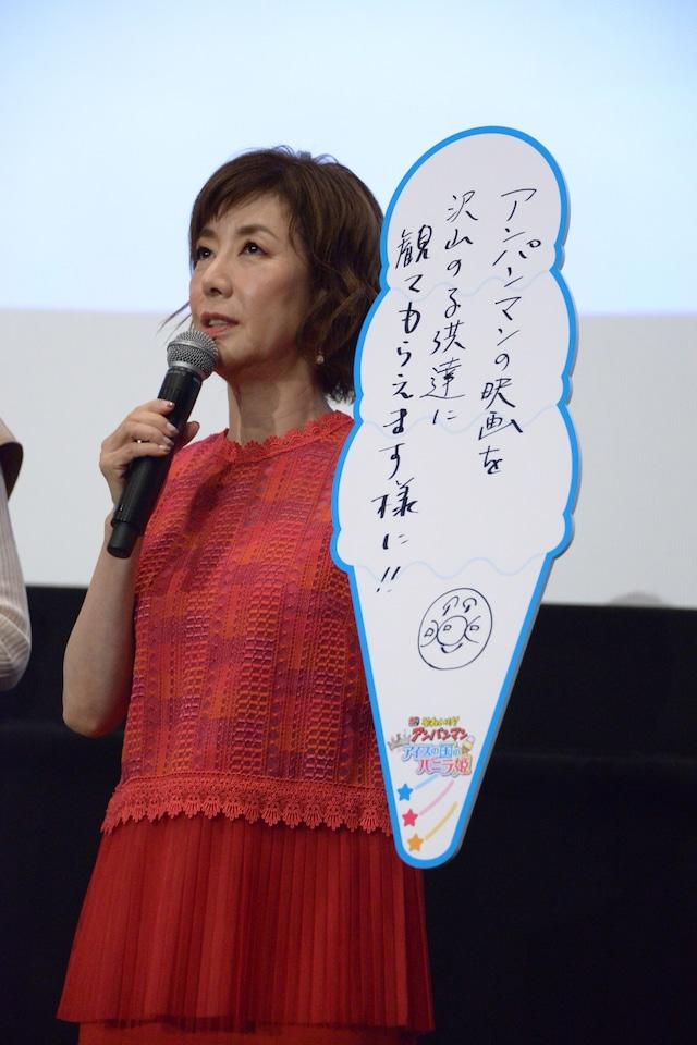七夕の願いごとを発表する戸田恵子。