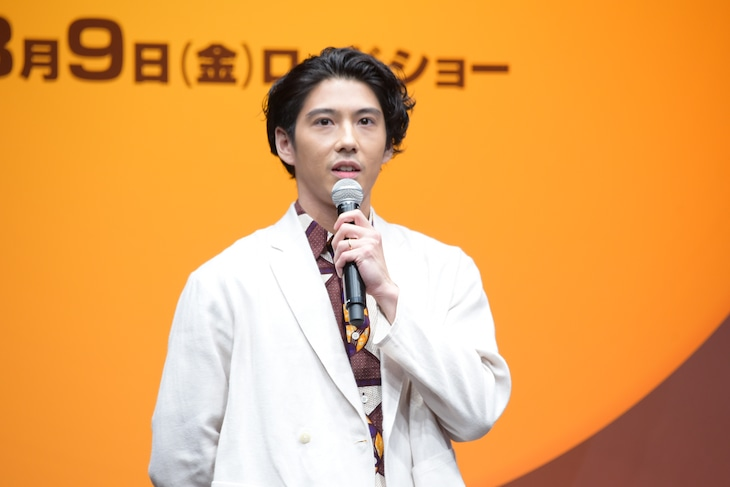「ライオン・キング」プレミアム吹替版声優発表イベントの様子。シンバ役の賀来賢人。