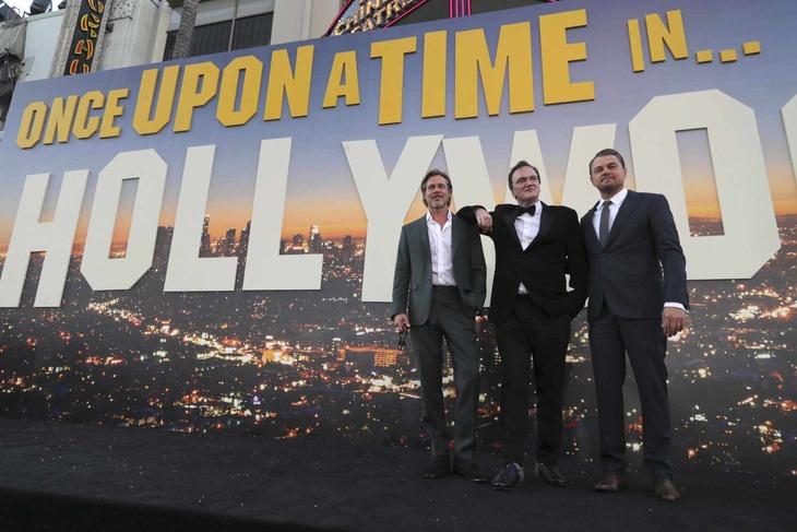 左からブラッド・ピット、クエンティン・タランティーノ、レオナルド・ディカプリオ。