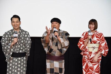 左から設楽統、日村勇紀、佐藤栞里。