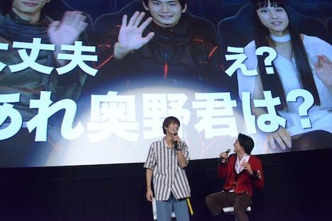 「一ノ瀬くんがんばって!」で締められたVTRにツッコミを入れる奥野壮(左)。