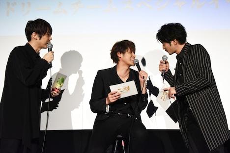 左から梶裕貴、宮野真守、津田健次郎。