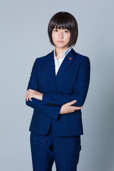 「連続ドラマW 蝶の力学 殺人分析班」より、木村文乃演じる如月塔子。