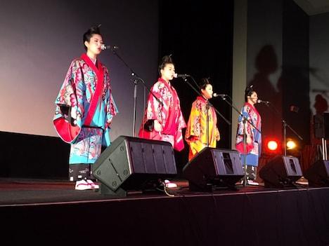 8月18日に沖縄・桜坂劇場で行われたネーネーズのイベントの様子。
