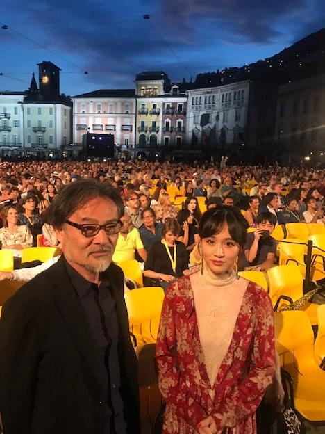 第72回ロカルノ国際映画祭の様子。左から黒沢清、前田敦子。