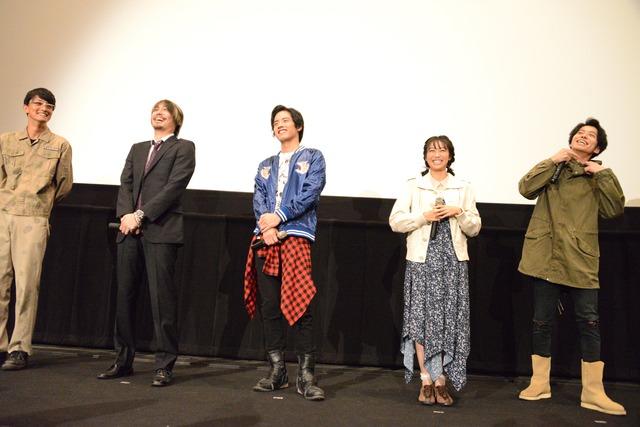 「ビルド NEW WORLD 仮面ライダーグリス」完成披露舞台挨拶の様子。