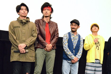 左から武田航平、栄信、芹澤興人、吉村卓也。