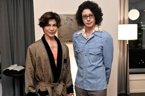 「時効警察・復活スペシャル」より、左から武田真治、オダギリジョー。