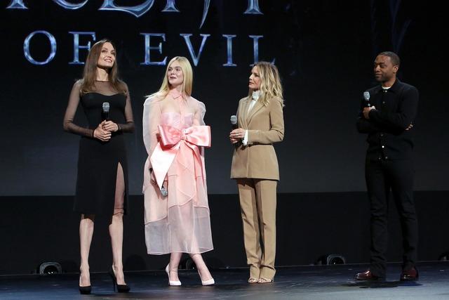 左からアンジェリーナ・ジョリー、エル・ファニング、ミシェル・ファイファー、キウェテル・イジョフォー。