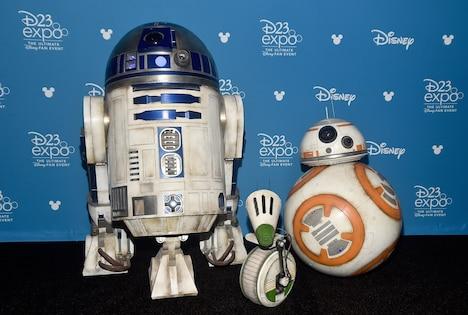 左からR2-D2、D-O、BB-8。