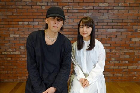 左から野田洋次郎、上白石萌音。