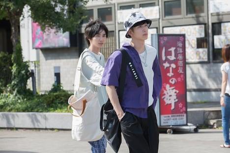 YouTubeドラマ「主人公」第1話より。左から小野寺晃良演じる大介、長谷川慎演じる勇次郎。