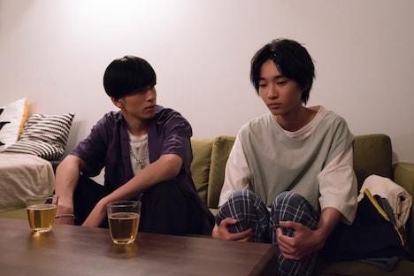 YouTubeドラマ「主人公」第1話より。左から長谷川慎演じる勇次郎、小野寺晃良演じる大介。