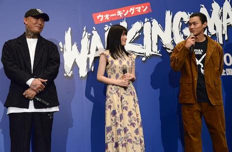 左からANARCHY、優希美青、野村周平。