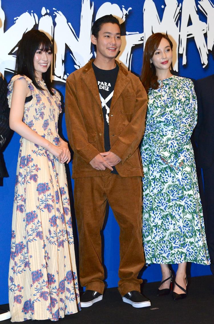 左から優希美青、野村周平、伊藤ゆみ。